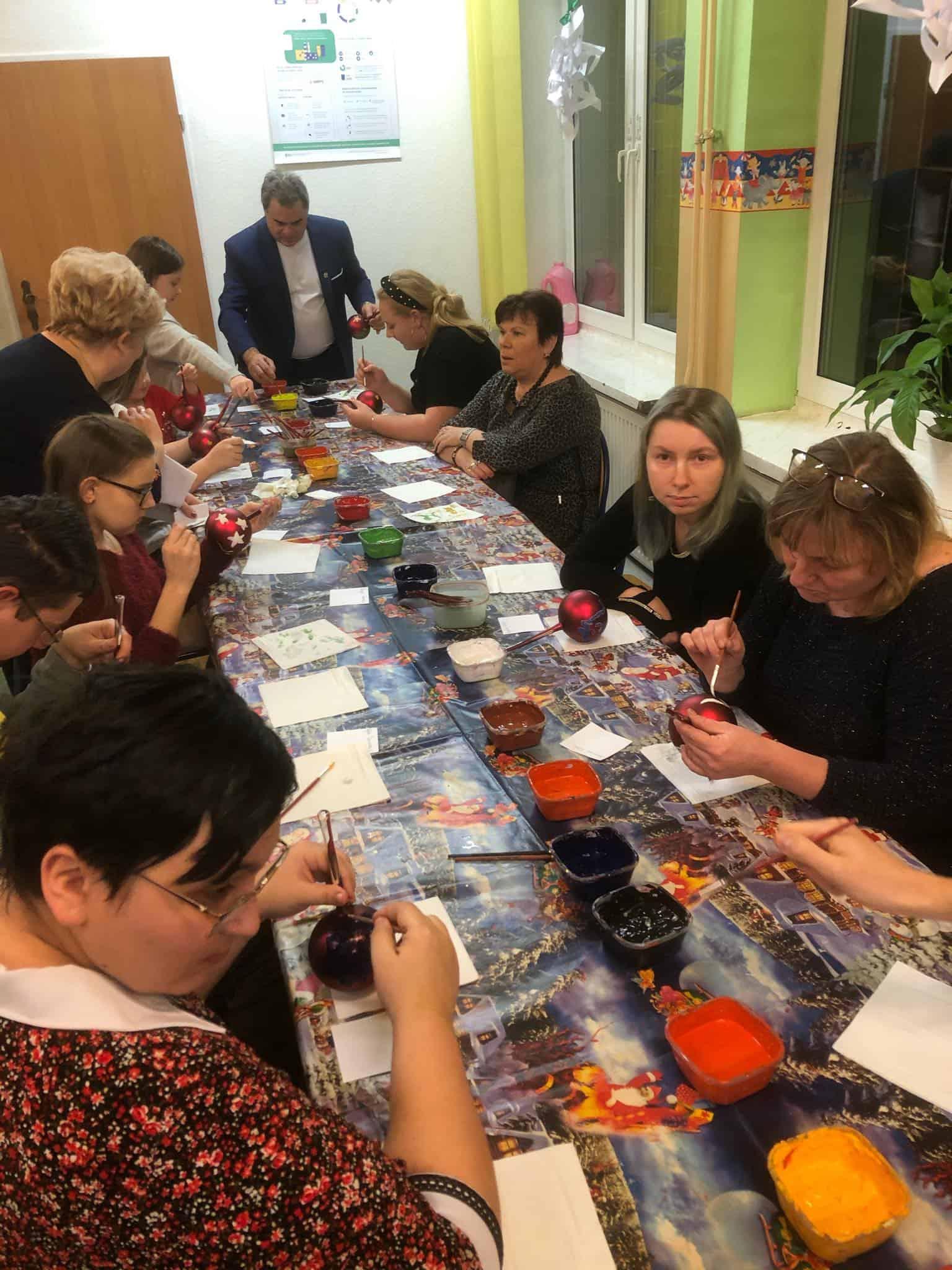 Warsztaty malowania bombek – grudzień 2019